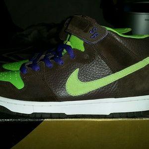 "Nike SB Dunk Mid • ""Donatello"" • Size 9"